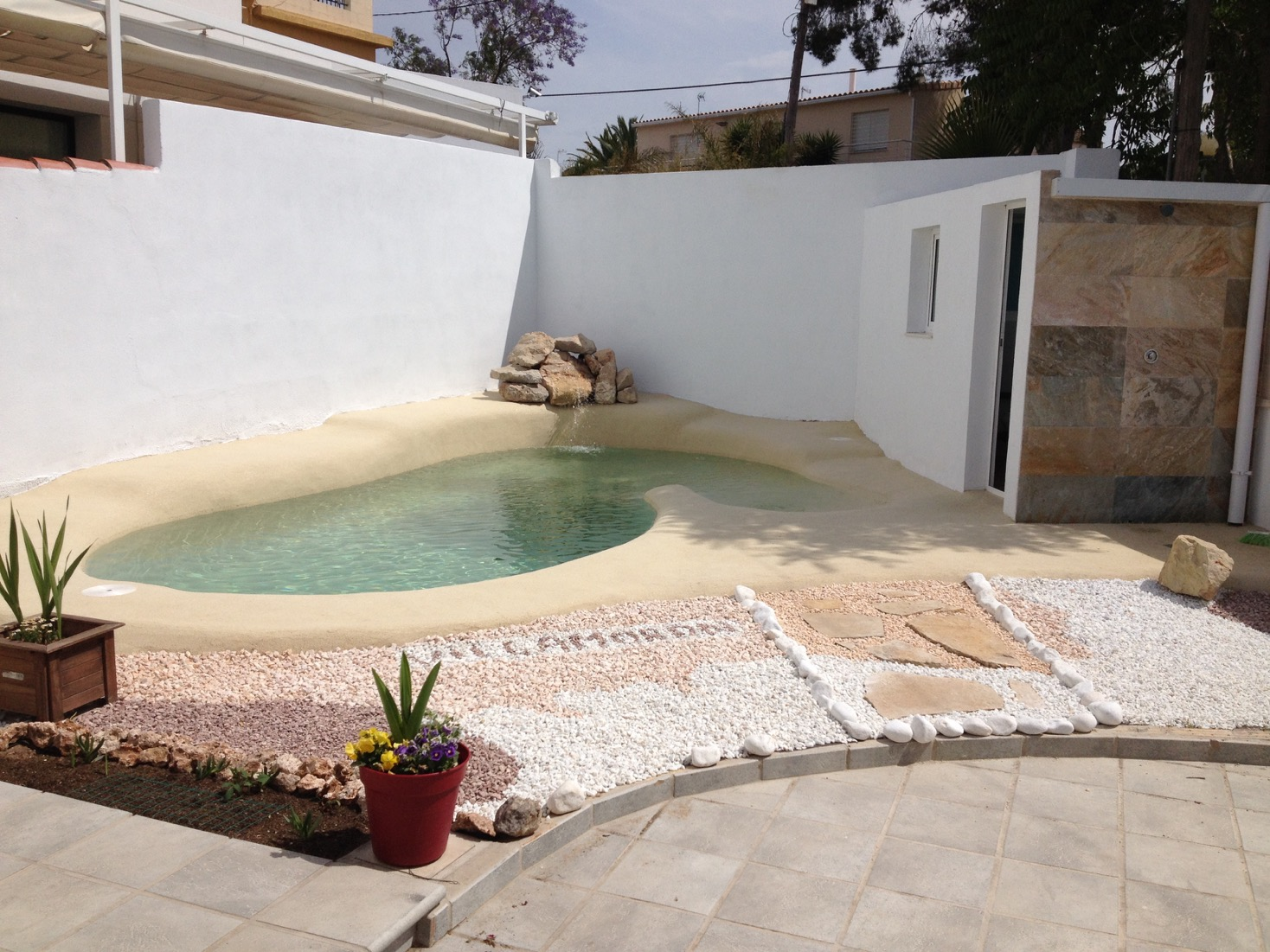 piscina de arena en espacio reducido