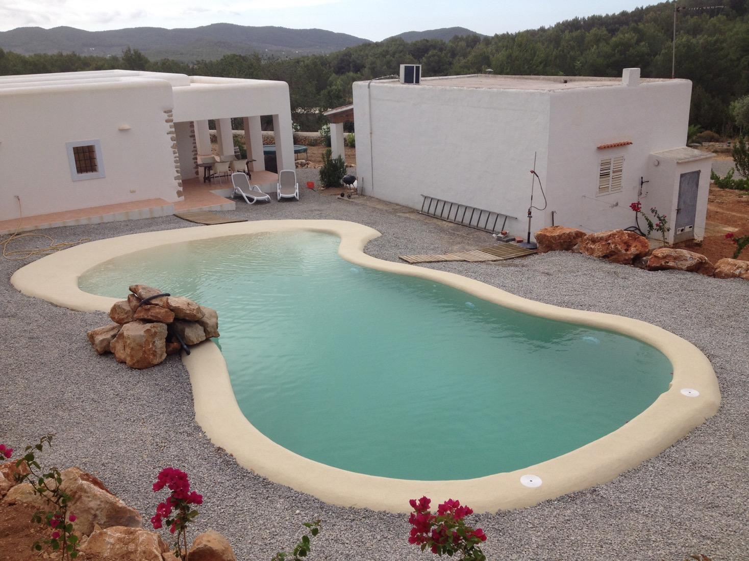 piscina entre montañas