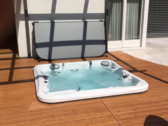 Spa enterrado a nivel suelo grupo aquarea for Jacuzzi exterior enterrado