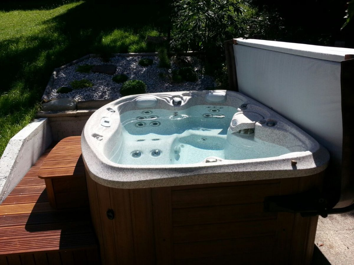 Spa jacuzzi color perla peque o grupo aquarea for Jacuzzi pequeno