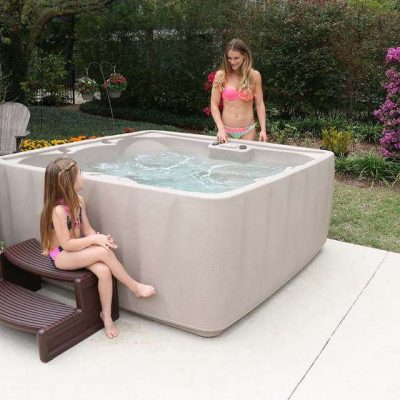 lakeshore_lifestyle_low_res_mother_child_beside_spa
